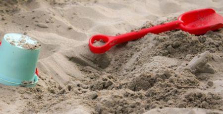 zandbak afdekken